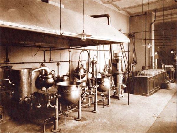 Destylarnia nafty (Fot. www.libuszamuzeum.iap.pl)