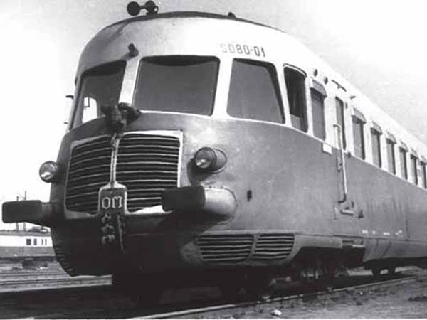 Włoski wagon motorowy SD 80 (Fot. Narodowe Archiwum Cyfrowe)