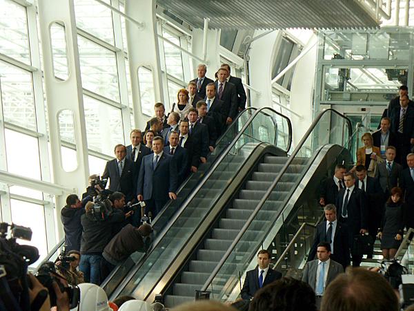 Podczas otwarcia nowego terminalu na lotnisku we Lwowie (Fot. Konstanty Czawaga)