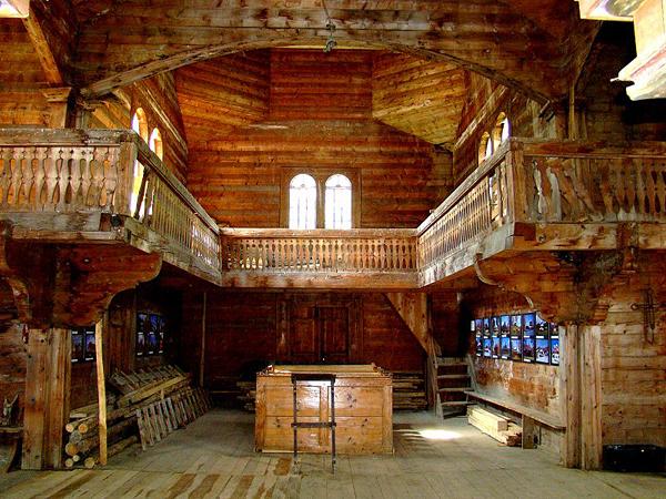 Wnętrze cerkwi pw. św. Michała Archanioła w Bystrem (Fot. www.garnek.pl)