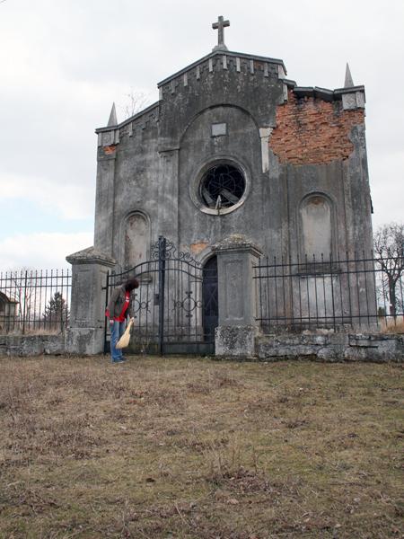 Z ruin do nieba. Dawny kościół w Koledzianach