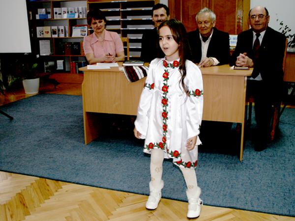 Uczestników prezentacji cieszy śpiewem Mariczka Makohon (Fot. Sabina Różycka)