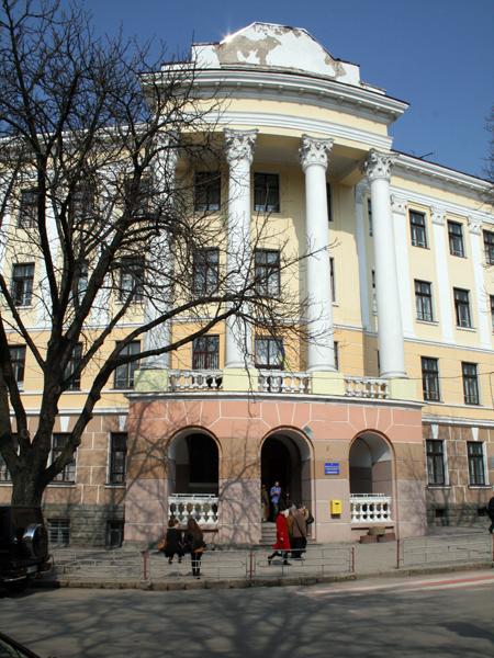Widok współczesny dawnego Drugiego gimnazjum w Tarnopolu, dziś szkoła nr 4 (Fot. Sabina Różycka)
