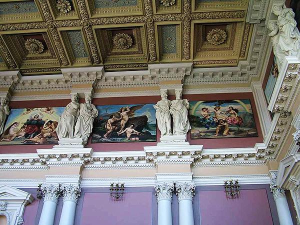Aula gmachu głównego Politechniki Lwowskiej z 11 obrazami autorstwa Jana Matejki ilustrującymi rozwój ludzkości (Fot. tumblr.com)