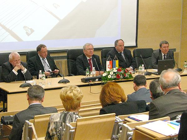 Rektorzy z Polski na konferencji we Lwowie