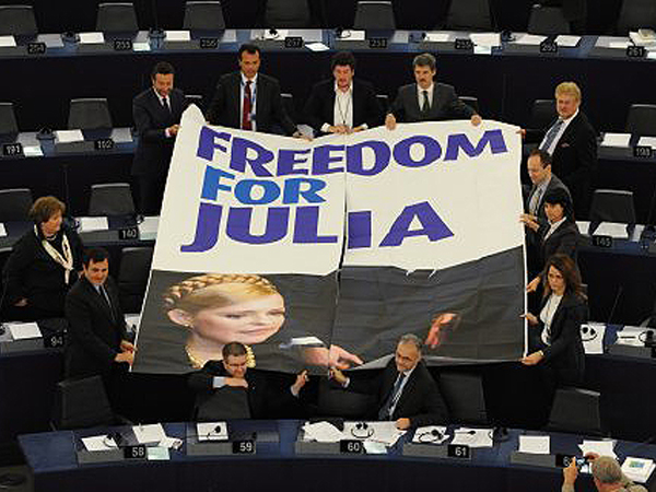 Posłowie PE bronią Tymoszenko, a nie chcą bojkotu narodu Ukrainy