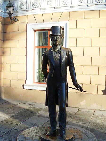 Pomnik Aleksandra Puszkina (Fot. triptricks.livejournal.com)