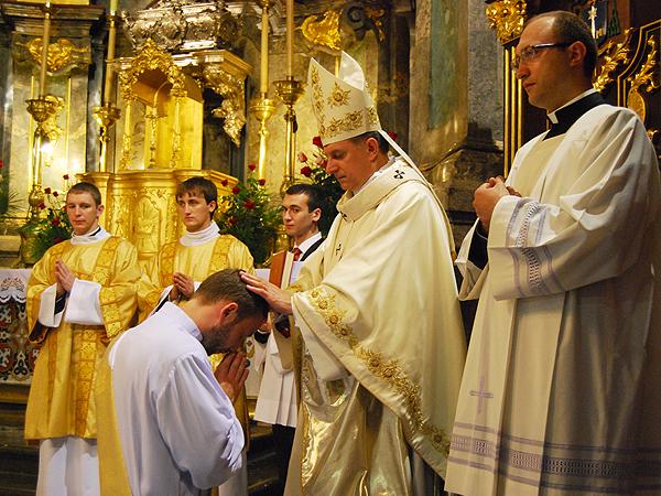Święcenia kapłańskie w katedrze lwowskiej