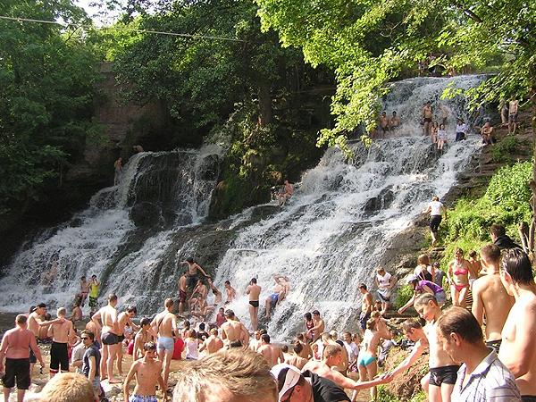 Największy wodospad na Podolu (Fot. Łarysa Rymar)