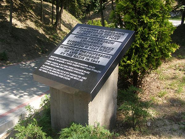 Tablica na Wzgórzach Wuleckich (Fot. Jurij Smirnow)