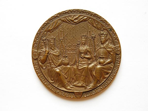 Medal poświęcony Kazimierzowi Wielkiemu, Władysławowi Jagielle i królowej Jadwidze. W. Urojanowski, 1900 (Fot. katalog muzeum)