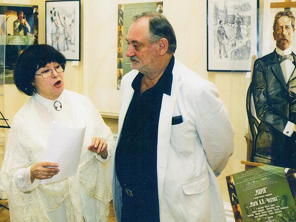 Bohdan Stupka z Łarysą Kadyrową na inauguracji czechowskiego festiwalu. Kijów, 2009 r. (Fot. archiwum prywatne autora)