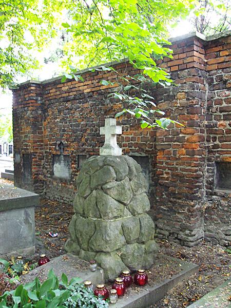 Grób Korzeniowskiego na Cmentarzu Rakowickim w Krakowie (Fot. enotes.com)