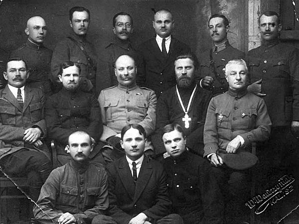 Aleksander Petlura wśród działaczy ukraińskiej emigracji w Polsce. Kalisz, 1924 r. (Fot. slovoprosvity.org)