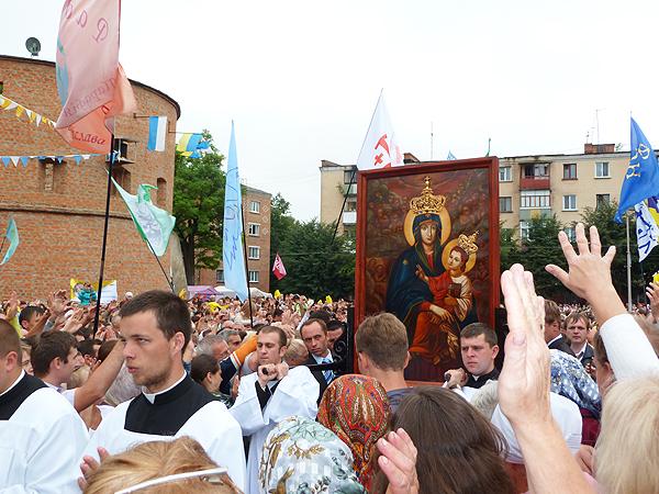 Procesja ulicami Berdyczowa (Fot. Jerzy Sokalski)