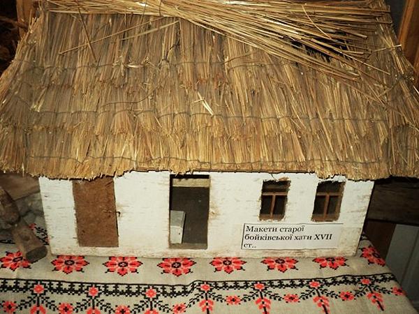 Makieta bojkowskiej chaty z XVII w.(Fot. archiwum administracji m. Turki)