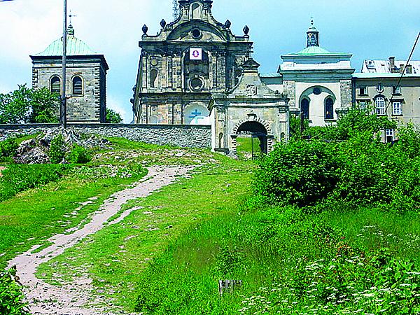Klasztor na Świętym Krzyżu (Fot. nowasłupia.pl)