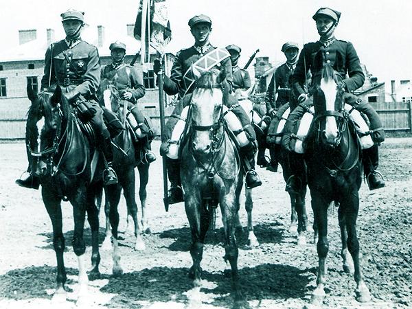 14 Pułk Ułanów Jazłowieckich – poczet sztandarowy (Fot. NAR)