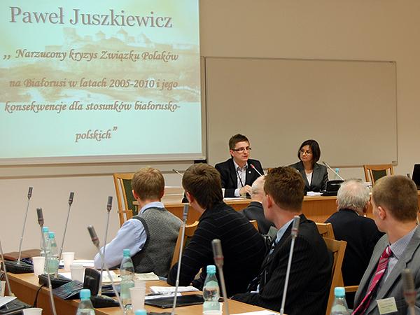 Paweł Juszkiewicz o Związku Polaków na Białorusi, 2010 r. (Fot. archiwum konferencji)