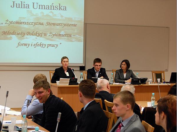 Julia Umańska o Stowarzyszeniu Młodzieży Polskiej w Żytomierzu (Fot. archiwum konferencji)