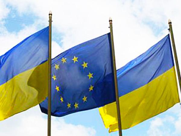 Flagi Ukrainy i Unii Europejskiej (Fot. sehodnia.ua)