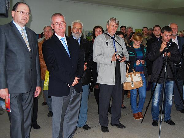 Zaproszeni goście. Ambasador RP w Kijowie Henryk Litwin (od lewej), konsul generalny RP we Lwowie Jarosław Drozd (Fot. Konstanty Czawaga)