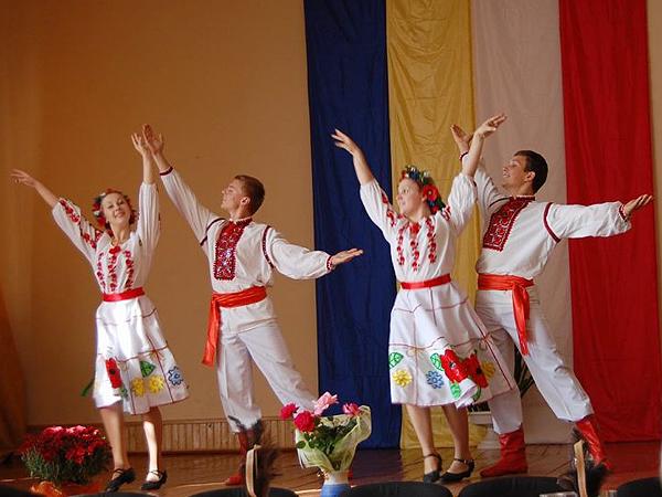 Wystąpienia zespołu młodzieżowego (Fot. Helena Pszeneczniuk)