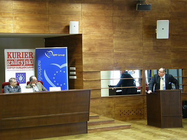 Podczas konferencji. Przemawia poseł do Parlamentu Europejskiego Jacek Saryusz-Wolski (Fot. Kinga Kalinowska)