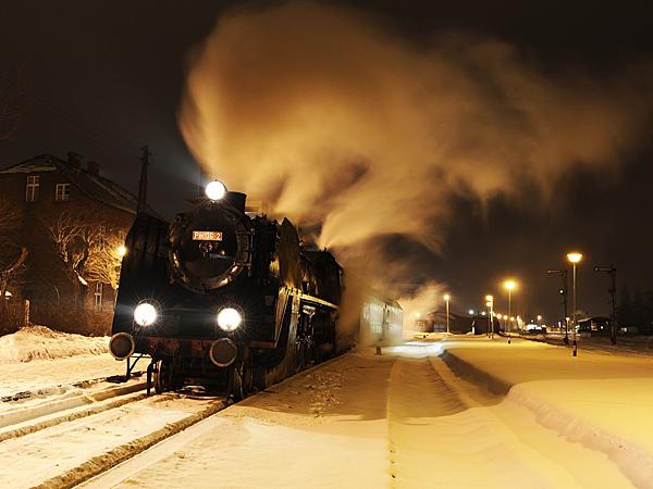W mroźną zimową noc Piękna Helena wyrusza na szlak (Fot. wrphoto.eu)
