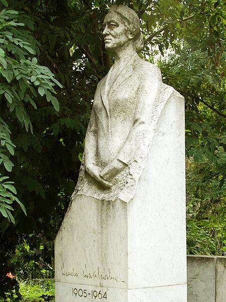 Grób Wandy Wasilewskiej na cmentarzu Bajkowym w Kijowie (Fot. Małgorzata Jan Czarek/kolumber.pl)