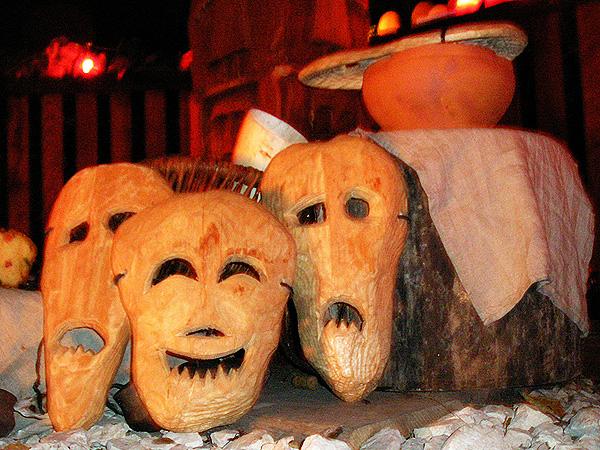 Maski duchów przyszykowane do święta Dziadów (Fot. bialczynski.wordpress.com)