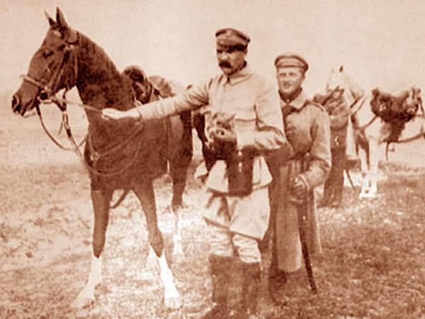 Józef Piłsudski z Kasztanką (Fot. dziennikpolski24.pl)