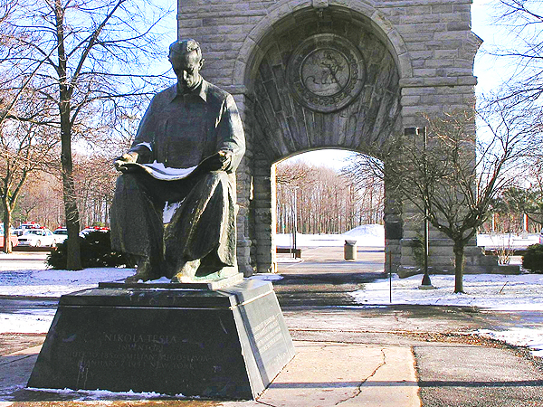 Pomnik Nikoli Tesli w Niagara Falls State Park (Fot. eo.wikipedia.org)