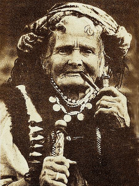 """Maria Kreczunek – Czukutycha jako """"Stara Hucułka"""" (Fot. Mykoła Sieńkowski/Narodowe Archiwum Cyfrowe)"""