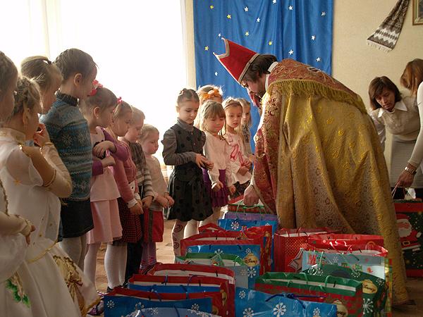 """Św. Mikołaj odwiedził przedszkola """"Słoneczko"""" i """"Miglanc"""""""