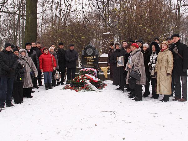 Pomniki Orientu na mogiłach wybitnych Polaków