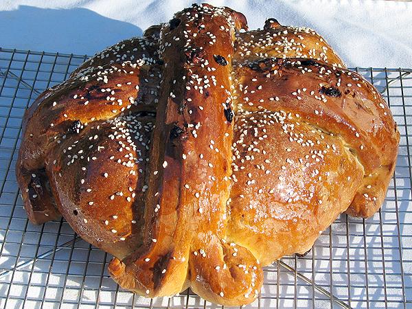 Christopsomos – greckie bożonarodzeniowe ciasto (Fot. flickriver.com)
