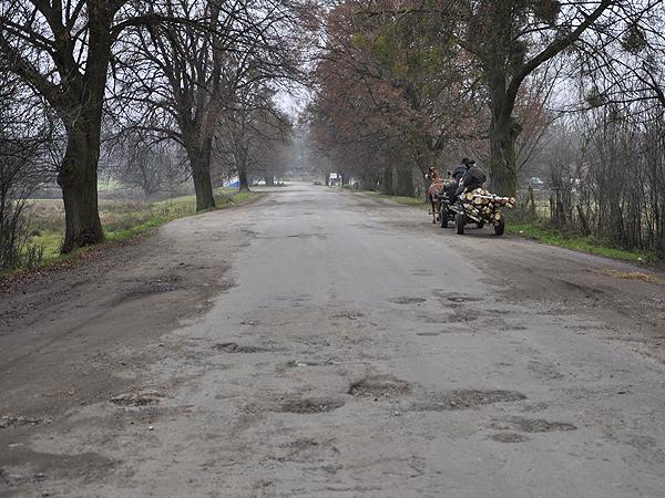 Droga z Niemirowa do Hruszewa wymaga przebudowy (Fot. Jacek Borzęcki)