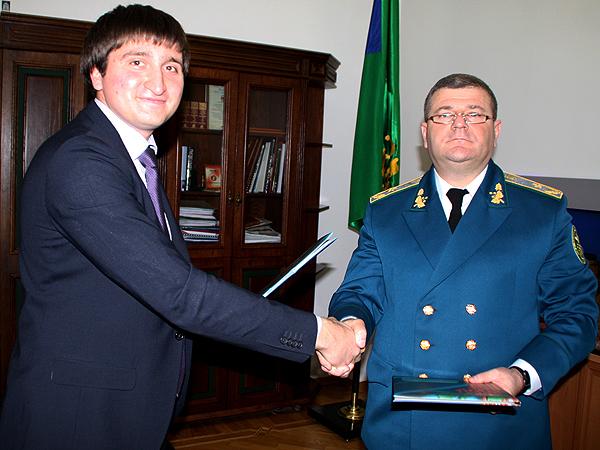 Aleksander Wołkow i Sergij Popazogło w chwilę po podpisaniu Memorandum (Fot. Archiwum Izby Gospodarczej)