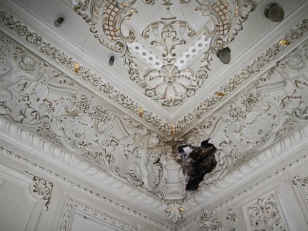 Sufit w mniejszej sali (Fot. Dmytro Antoniuk)