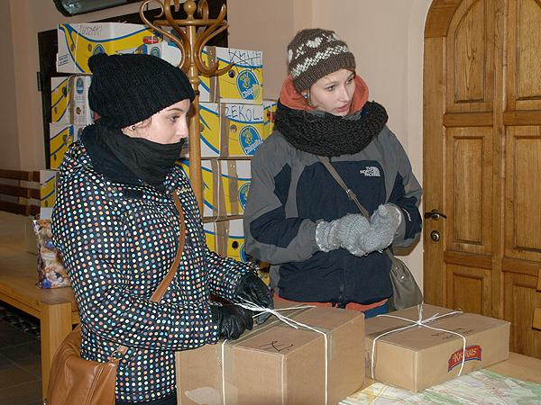 Nad sprawnym przebiegiem akcji czuwają poznańscy harcerze (Fot. Eugeniusz Sało)