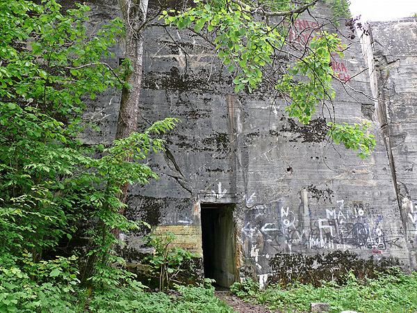 Nawet tony trotylu nie dały rady tym bunkrom (Fot. garnek.pl)