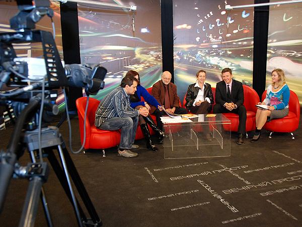 """Organizatorzy Festiwalu """"BO!"""" gośćmi lwowskiej telewizji (Fot. Jolanta Stopka)"""