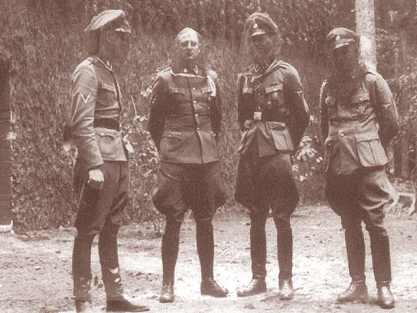 Bez siatek na głowach nie dało się żyć (Fot. Bundesarchiv)