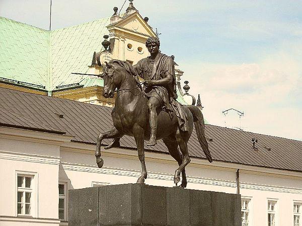 Pomnik księcia Józefa Poniatowskiego na dziedzińcu Pałacu Prezydenckiego w Warszawie (Fot. Przemysław Miller)