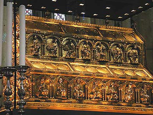 """Relikwiarz Trzech Króli w katedrze w Kolonii (źródło: Focus- historia"""" nr 1/2011 – styczeń 2011)"""