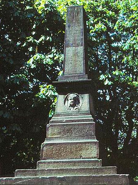 Pomnik Teofila Wiśniowskiego i Józefa Kapuścińskiego na Górze Stracenia we Lwowie, 1974 r. (Fot. Stanisław Kosiedowski, pl.wikipedia.org)