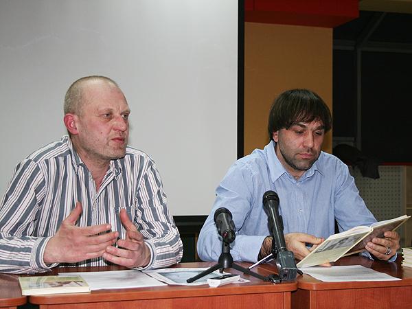 Moderator spotkania Taras Prochaśko i Wołodymyr Harmatiuk (Fot. Sabina Różycka)
