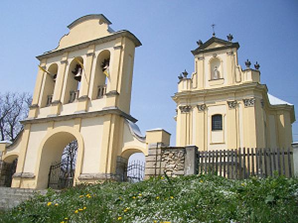 Kościół parafialny p.w. Podwyższenia Krzyża Świętego w Brzozdowcach (Fot. brzozdowce.wordpress.com)