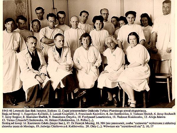 Lwowski San-Bak Instytut. Część pracowników Oddziału Tyfusu Plamistego przed ekspatriacją, 1945-46 (Fot. lwow.home.pl)